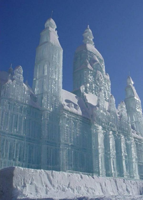 sculpture-de-glace-château-magnifique-en-glace
