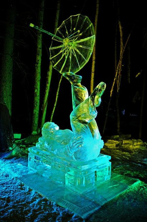 sculpture-de-glace-danse-avec-parapluie