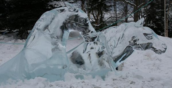 sculpture-de-glace-deux-chevaux