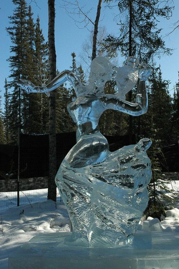 sculpture-de-glace-femme-dansante