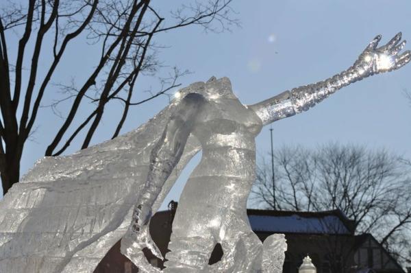 sculpture-de-glace-femme-de-glace