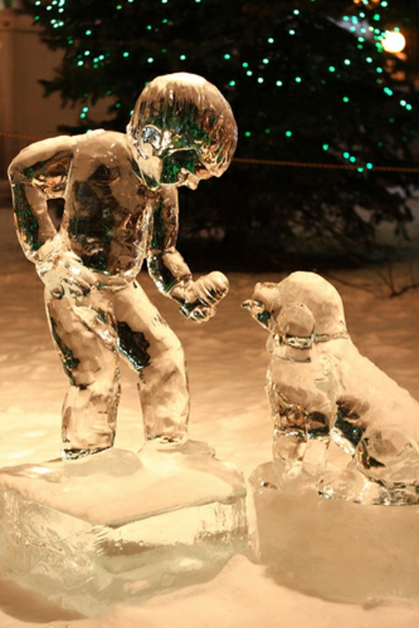 sculpture-de-glace-garçon-et-chien