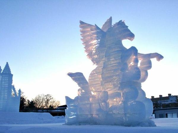 sculpture-de-glace-impressionnante