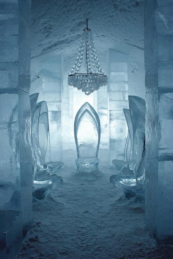 sculpture-de-glace-intérieur-fantastique-en-glace-et-neige