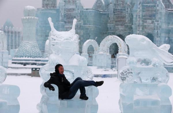 sculpture-de-glace-trône-extraordinaire