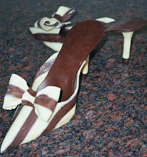 sculpture-en-chocolat-escarpins-en-chocolat