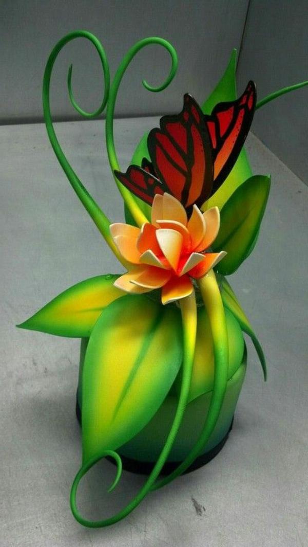 sculpture-en-chocolat-jolie-plante-avec-papillon