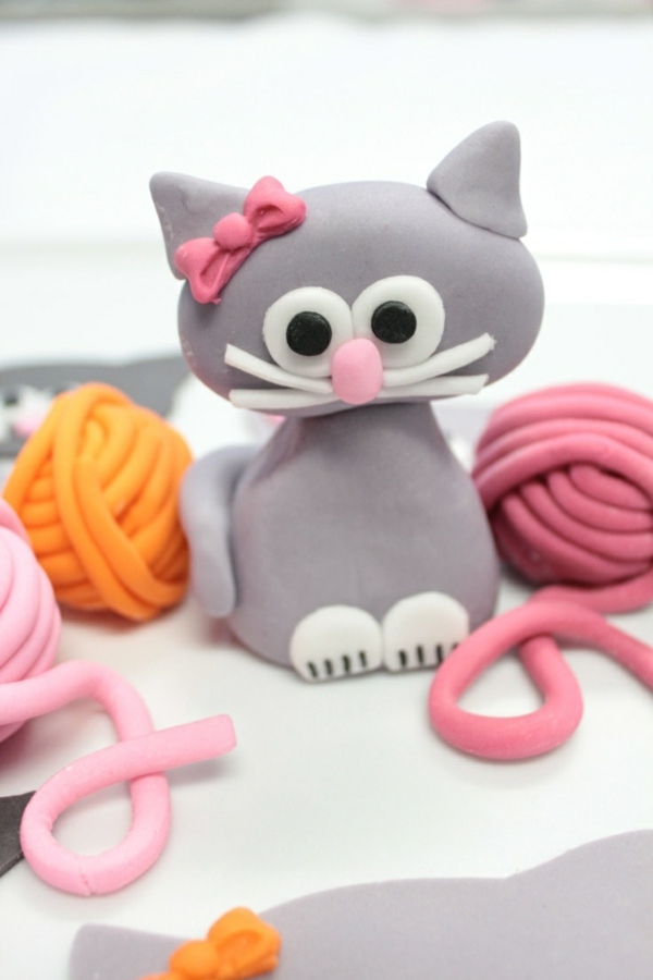 sculpture-en-chocolat-petit-chaton-sympathique