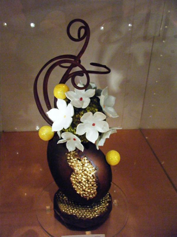 sculpture-en-chocolat-travail-avec-du-sucre-et-du-chocolat