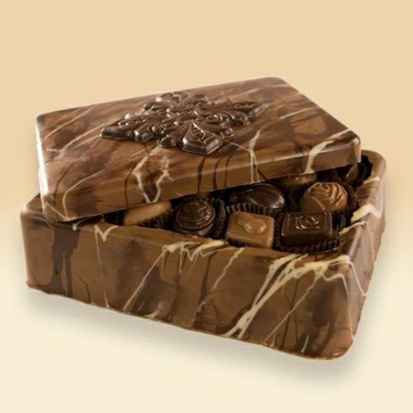 sculpture-en-chocolat-une-boîte-de-chocolat