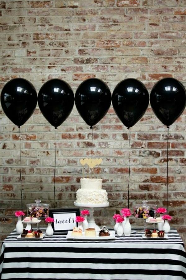 set-de-table-élégant-nappe-aux-rayures-blanc-noir-décoration-de-table