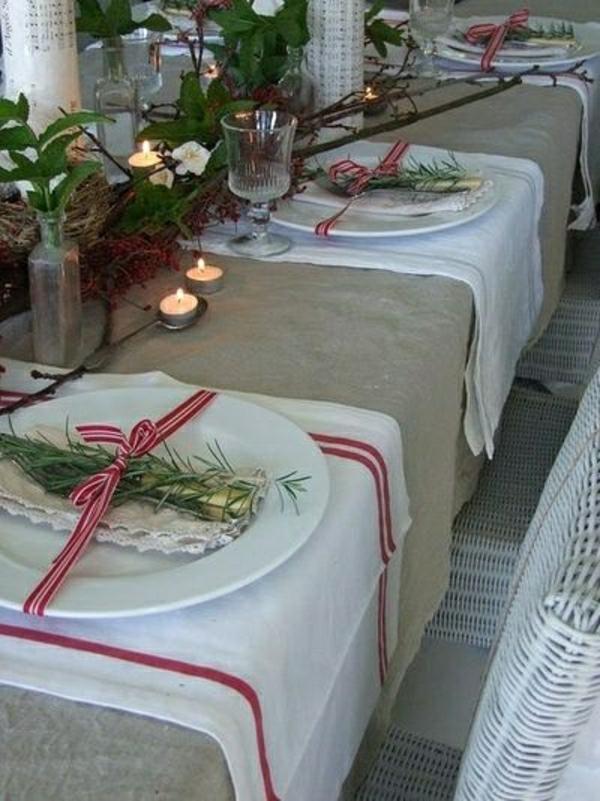 set-de-table-élégant-nappe-beige-en-lin-fleurs-décoration-noel-table-manger