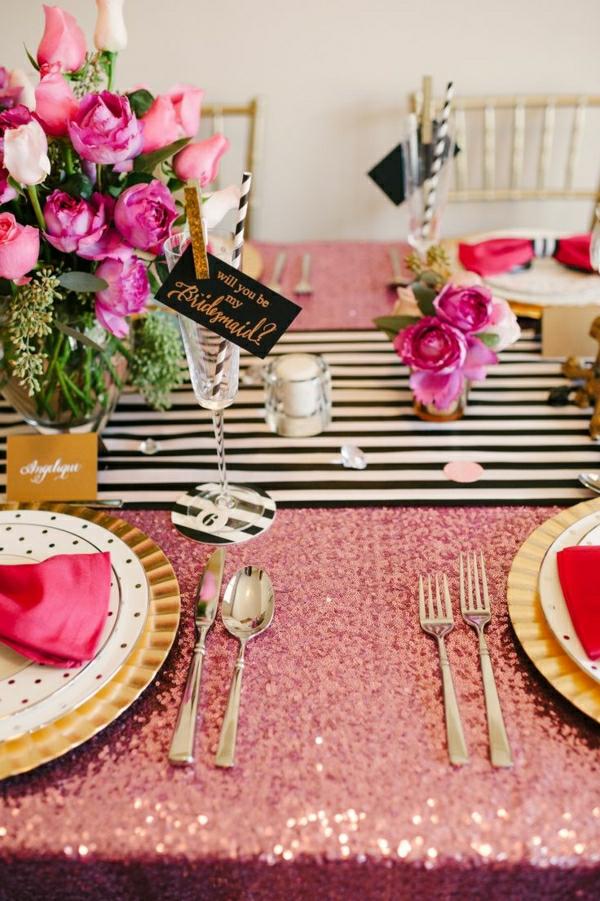 set-de-table-élégant-nappe-scintillante-décoration-de-table-avec-fleurs