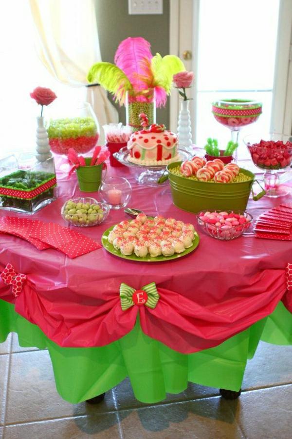 set-de-table-papier-nappe-papier-ronde-rouge-vert-coloré