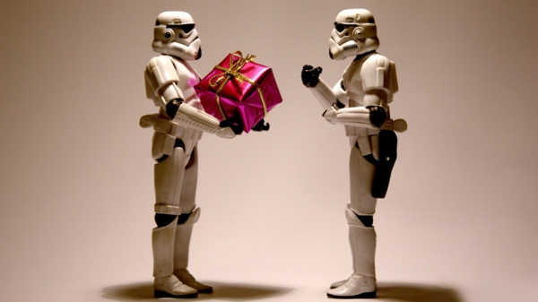 stormtroopers-with-a-christmas-present-resized