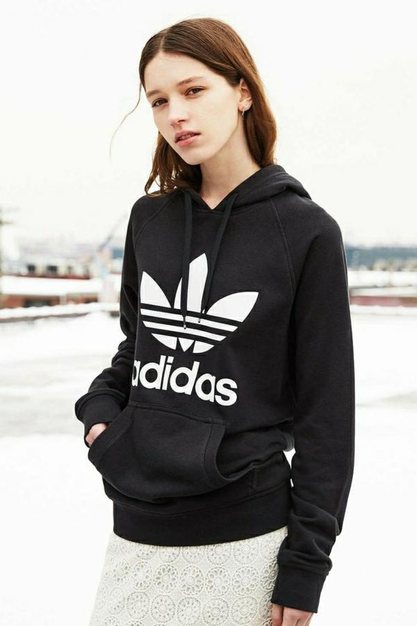sweatshirt-adidas-noir-femme-jupe-en-dentelle-blanche