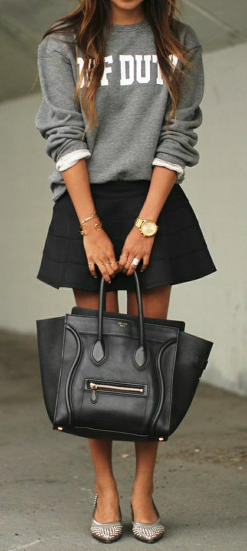sweatshirt-femme-gris-jupe-évasée-noire-sac-en-cuir-noir