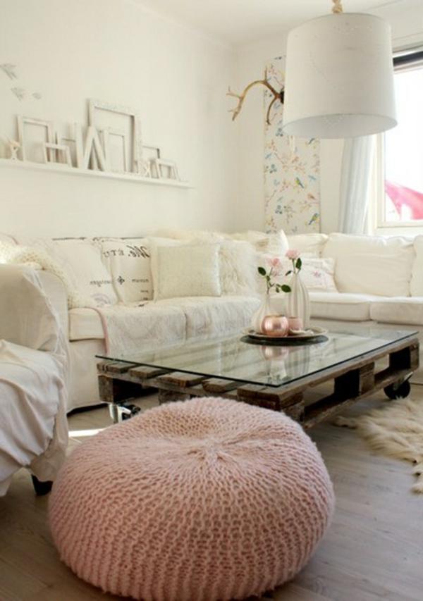 table-basse-avec-palette-canapé-blanc-salon