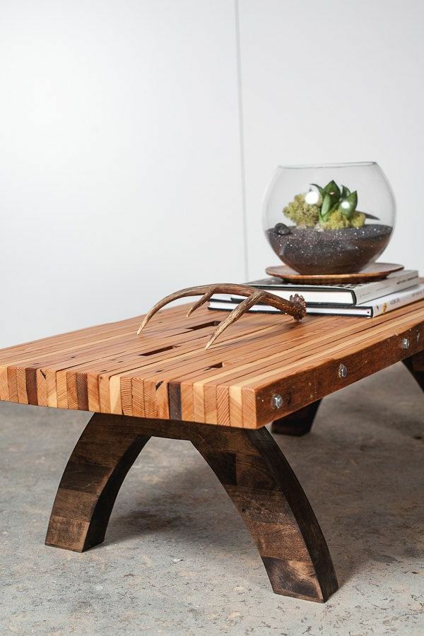 table-basse-avec-palette-salon-moderne