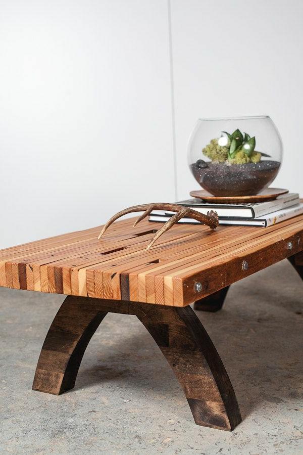 table-basse-avec-palette-salon-moderne