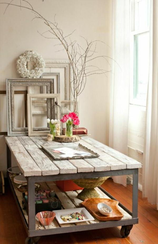 table-basse-industrielle-en-bois-et-fer-fleurs-salle-de-séjour-aménagement-industriel
