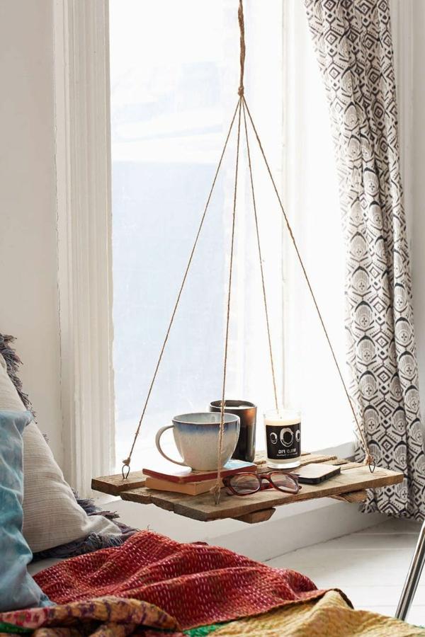 table-chevet-la-balançoire-dans-chambre-à-coucher