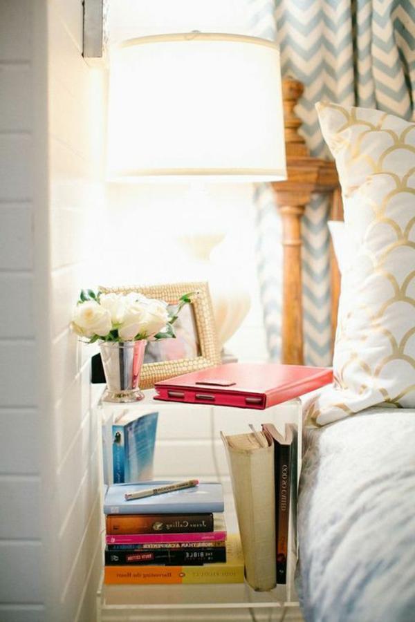 table-de-nuit-confortable-lampe-design-chambre-à-coucher