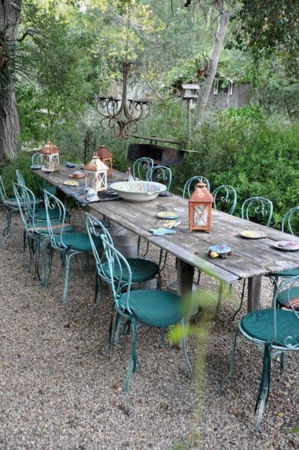 tables-de-jardin-chaises-en-fer-forgé-bleu