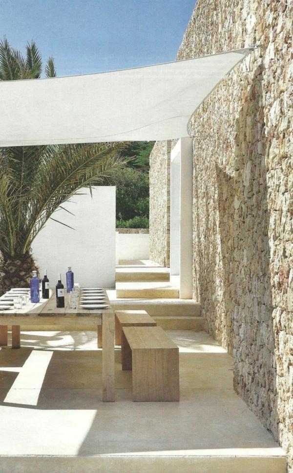 tables-de-jardin-en-palettes-idée-déco-jardin-maison-en-pierre