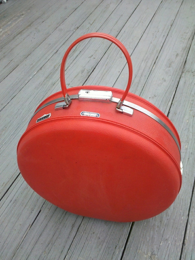 taille-valise-cabine-aéroplane-ronde-cuir-orange