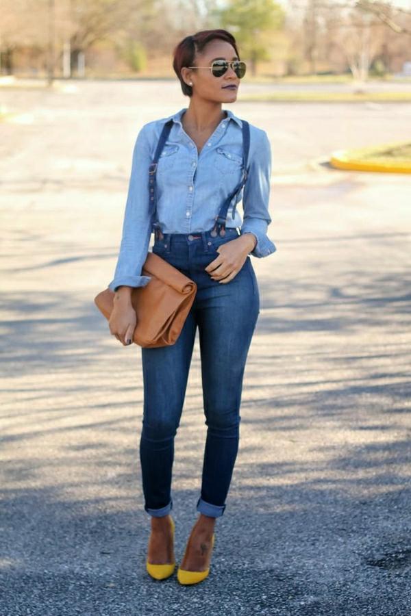 talons-hauts-jaunes-sac-en-cuir-marron-salopette-en-jean-chemise-en-jean