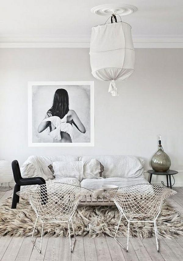 tapis-beige-salon-beige-ambiance-cocooning-peinture-murale-femme-dos-table-basse