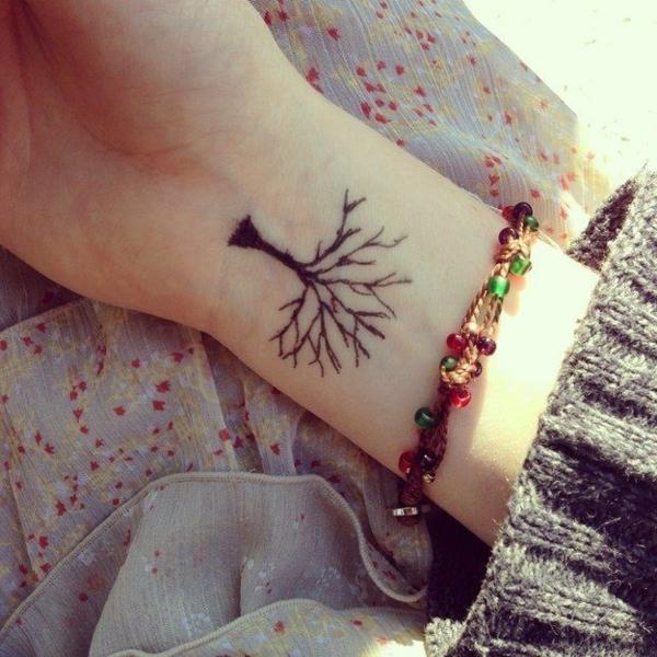 tatouage-aine-hene-idée-créative-arbre