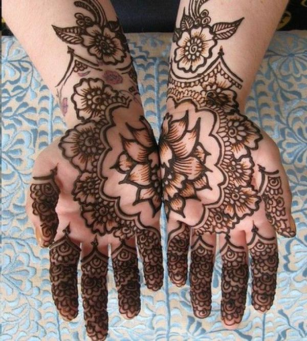 tatouage-henné-idees-creative-fleurs-sur-les-mains