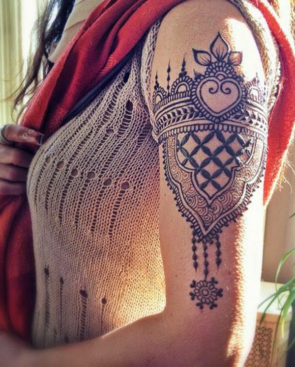 tatouage-henné-idees-creatives-main-epaules