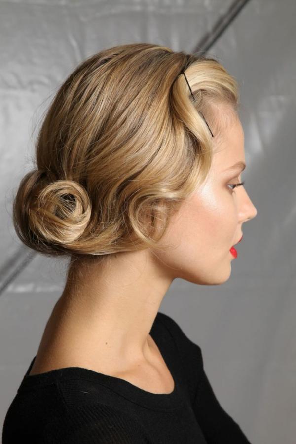 tendance-blond-doré-femme-couleur-de-cheveux-teinture-coiffure