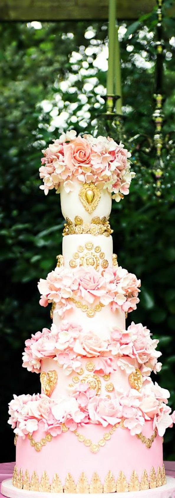 un-gateau-mariage-rose-gold-couleur-rose-et-or