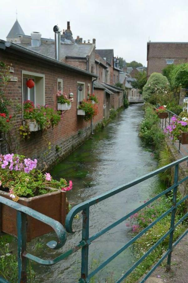 vacances-au-calme-france-village-balenaire-maisons-fleuve-veules