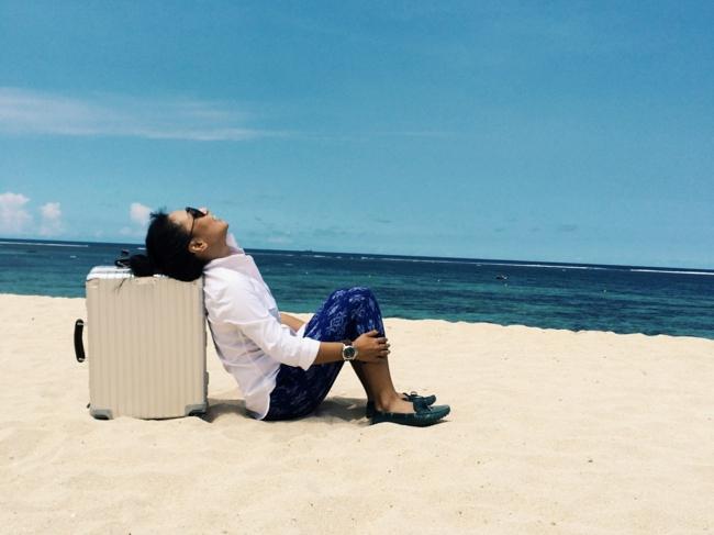 valise-cabine-voyager-avec-style-au-bord-de-la-mer