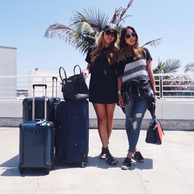 Tenue de jour avec une valise cabine