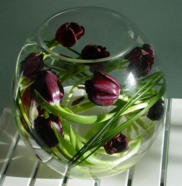vase-boule-arrangement-de-tulipes