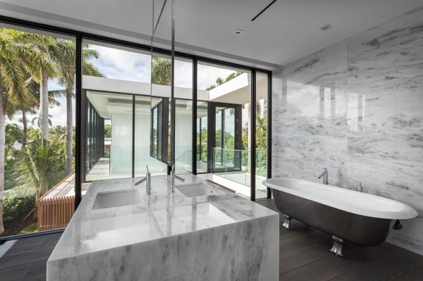 vasque-en-pierre-salle-de-bain-luxueuse-grand-comptoir-avec-évier-en-marbre