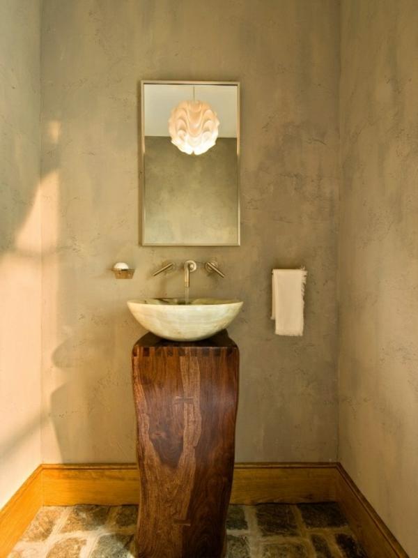 vasque-en-pierre-sur-un-support-en-bois