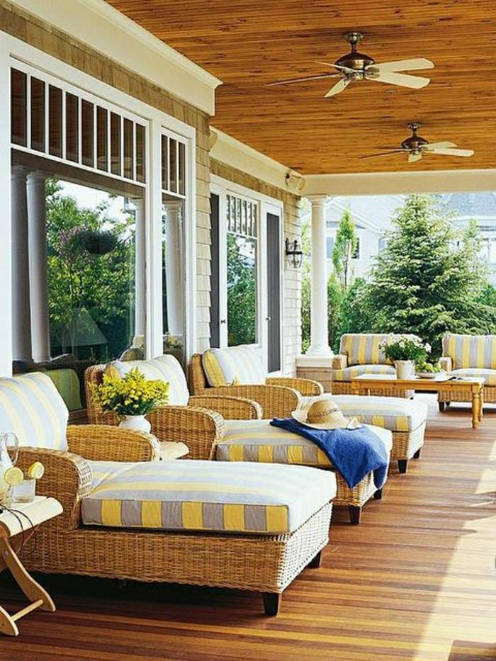 ventilateur-de-plafond-pas-cher-pour-la-véranada-sol-en-parquet-de-bois-jardin-maison