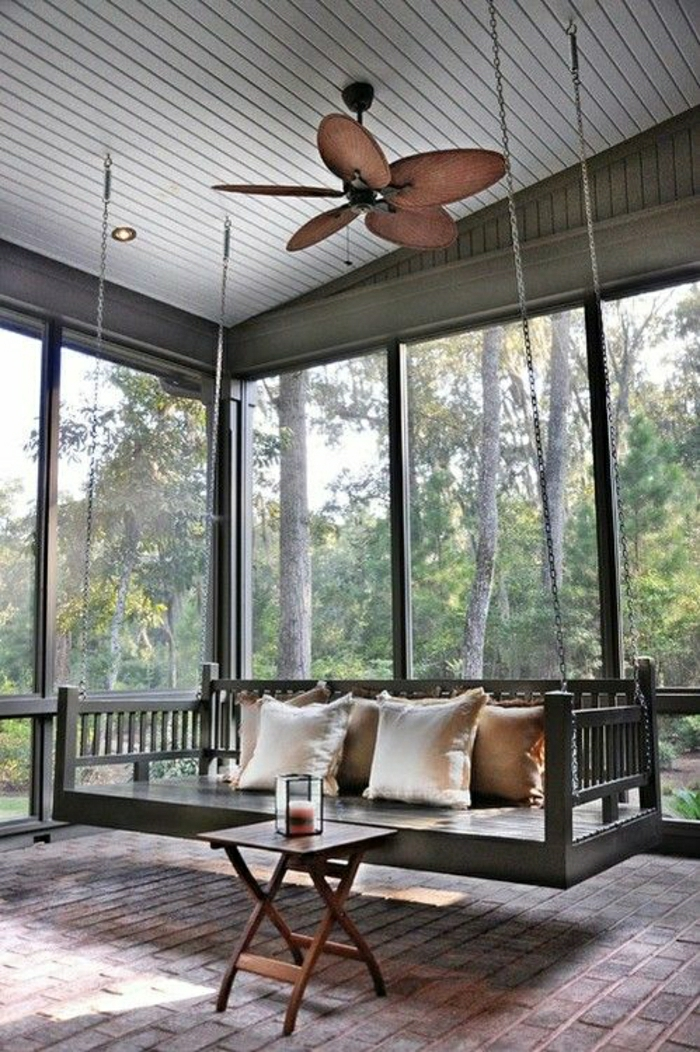 ventilateur-design-lustre-extérieur-véranda-table-en-bois-basse-sol-de-briques