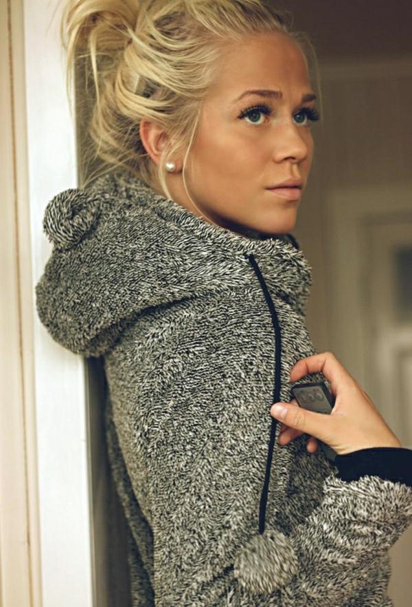 veste-capuche-femme-gris-blonde-fille-négligent