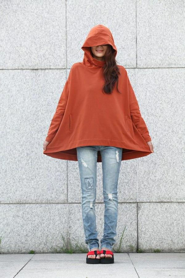 veste-capuche-orange-femme-jean-déchiré