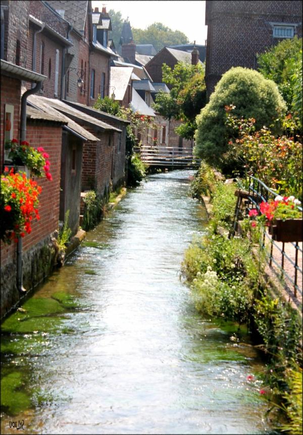 veules-eau-cannal-fleurs-maisons