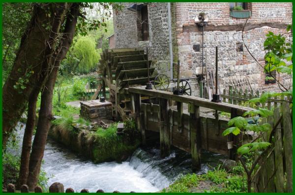 veules-moulin-les-Roses-fleuve-feuilles-vertes