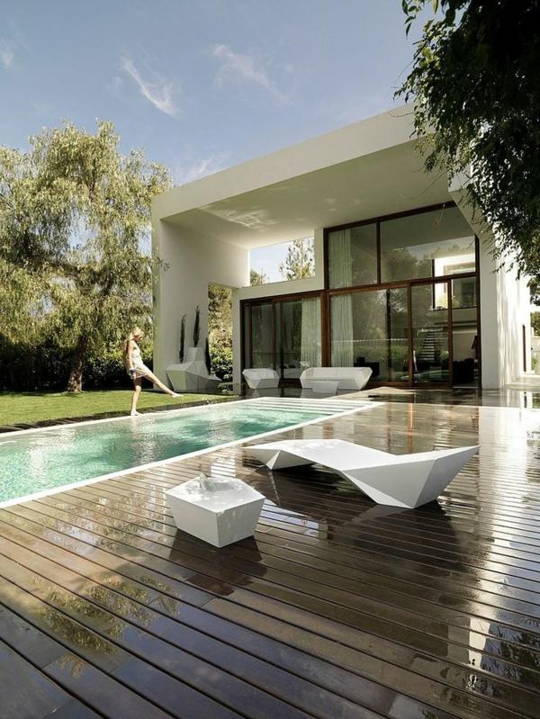 villa-contemporaine-équipement-original-en-blanc